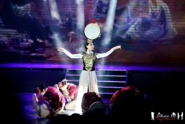 Заслуженная артистка Крыма Майе Анафиева с танцем